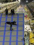 <p>Carreo-alegórico da Unidos da Tijuca, escola campeã do Carnaval do Rio de Janeiro de 2010. 17/02/2010 REUTERS/Ricardo Moraes</p>