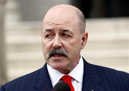 Former New York City Police Commissioner Bernard Kerik speaks to the media after leaving U.S. District Courthouse in White Plains, New York, November 9, 2007, after he was indicted on federal tax fraud and corruption charges related to his personal finance and business dealings. REUTERS/Mike Segar