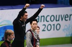 <p>Il podio del pattinaggio artistico alle Olimpiadi di Vancouver: Evan Lysacek, medaglia d'oro, Evgeni Plushenko, argento, e Daisuke Takahashi, bronzo. REUTERS/Gary Hershorn</p>
