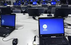 <p>Computer in un centro media. REUTERS/Ints Kalnins</p>