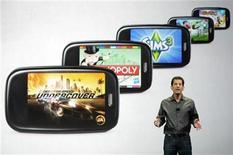<p>Foto de archivo Jon Rubinstein, presidente ejecutivo y director de la compañía Palm, durante una conferencia de prensa para enseñar los nuevos juegos para los teléfonos móviles de su empresa durante la feria de consumo electrónico de Las Vegas, EEUU, ene 7 2010. - El fabricante de dispositivos móviles Palm Inc recortó sus metas de ingresos, por la débil demanda por sus teléfonos multimedia, lo que ahondó los temores sobre su capacidad de competir contra rivales más grandes como Apple Inc. REUTERS/Steve Marcus</p>