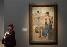 <p>Una cuidadora se para junto a un cuadro realizado en 1905 por el pintor español Pablo Picasso en una muestra realizada en Moscú, feb 25 2010. La influencia de Rusia en la obra de Pablo Picasso fue celebrada el viernes con la inauguración de una vasta exhibición en Moscú del pintor y escultor español, cofundador del Cubismo. REUTERS/Denis Sinyakov</p>