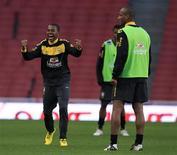 <p>Robinho reage durante treino da seleção brasileira para jogo contra a Irlanda em Londres. REUTERS/ Eddie Keogh</p>
