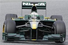 <p>Piloto da equipe Lotus da Fórmula 1 Heikki Kovalainen, da Finlândia, realiza treinamento de teste na pista de Montmelo, próximo a Barcelona. A CNN International vai patrocinar a nova equipe Lotus num contrato de longa duração, informou a escuderia nesta terça-feira. 28/02/2010 REUTERS/Albert Gea</p>