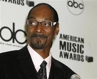 <p>Rap star Snoop Dogg announces the nominations for the 37th annual American Music Awards at a news conference in Beverly Hills October 13, 2009. REUTERS/ Fred Prouser</p>