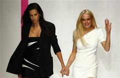 <p>Spanish designer Estrella Archs (L) appears with Actress Lindsay Lohan at the end of her Spring/Summer 2010 collection for Emanuel Ungaro house during Paris Fashion Week October 4, 2009 file photo. REUTERS/Jacky Naegelen</p>