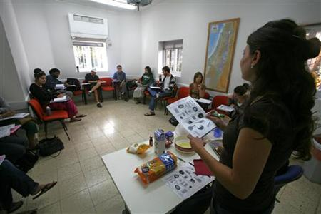 American Jews participating in a World Union of Jewish Students (WUJS) programme attend a Hebrew lesson in Jerusalem November 11, 2009. REUTERS/Baz Ratner
