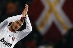 <p>Meia David Beckham, do Milan, voltará ao estádio Old Trafford pela primeira vez em sete anos e espera enfrentar o atacante do Manchester United Wayne Rooney. REUTERS/Alessandro Bianchi</p>