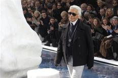 <p>German designer Karl Lagerfeld appears at the end of his Fall/Winter 2010/11 women's ready-to-wear fashion show for French fashion house Chanel during Paris Fashion Week March 9, 2010. REUTERS/Benoit Tessier</p>