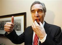 <p>Liberal leader Michael Ignatieff gives a thumbs up while eating a seal meat appetizer during an event to mark the first time seal meat is served in the parliamentary restaurant on Parliament Hill in Ottawa March 10, 2010. REUTERS/Chris Wattie</p>