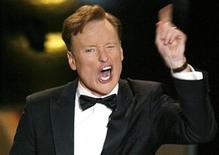 <p>Foto de archivo: el comediante Conan O'Brien hace un gesto durante la entrega de los premios Emmy en Los Angeles, ago 27 2006. REUTERS/Mike Blake/Files (UNITED STATES)</p>