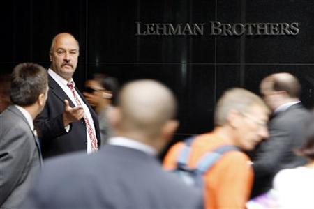 People walk past the Lehman Brothers headquarters in New York September in this September 16, 2008 file photo. REUTERS/Chip East/Files