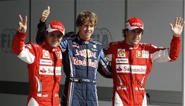 <p>Vettel, Massa e Alonso posam após treino qualificatório em Manama. O piloto alemão Sebastian Vettel conseguiu tirar a atenção da volta do compatriota Michael Schumacher neste sábado. Ele conquistou a primeira posição no grid de largada para a Red Bull na primeira corrida da temporada de F1, o Grande Prêmio de Bahrein.13/03/2010.REUTERS/Caren Firouz</p>