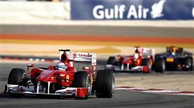 <p>Alonso lidera o GP do Barein. A seguir a classificação do Grande Prêmio do Barein de Fórmula 1, disputado no circuito de Sakhir, em Manama.14/03/2010.REUTERS/Yannis Behrakis</p>