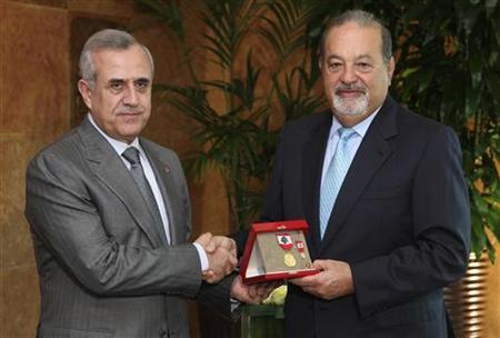 Lebanon's President Michel Suleiman (L) shakes hands with Mexican tycoon Carlos Slim of Lebanese origin as he offers him a medal after their meeting at the Presidential palace in Baabda, near Beirut March 12, 2010. REUTERS/Dalati Nohra/Handout