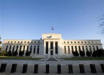 <p>Федеральная резервная система США в Вашингтоне 29 октября 2008 года. Федеральная резервная система США получит значительно более широкую роль в финансовом регулировании, согласно новому законопроекту, опубликованному председателем банковского комитета Сената в понедельник. REUTERS/Larry Downing</p>