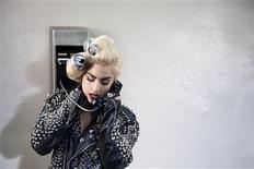 """<p>Cena do novo clipe de Lady Gaga, """"Telephone"""", com a participação de Beyoncé. Gaga anunciou na segunda-feira 31 apresentações nos EUA, enquanto seus fãs enlouqueciam com um novo vídeo. PRNewsFoto/Interscope Records</p>"""
