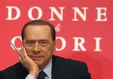 """<p>Итальянский премьер-министр Сильвио Берлускони на презентации книги Бруно Веспа """"Королевы сердец"""" в Риме 10 февраля 2010 года. IБезумные и слезливые сообщения, которые итальянцы посылали своему премьеру Сильвио Берлускони после нападения на него в прошлом году, стали основой для новой книги политика. REUTERS/Alessandro Bianchi</p>"""