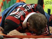 <p>O jogador inglês David Beckham sofreu uma lesão no tendão de Aquiles na partida de domingo do Milan. 14/03/2010 REUTERS/Alessandro Garofalo</p>