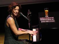 <p>Canadian singer Sarah McLachlan performs at the first Cinema Against AIDS Toronto gala September 15, 2009. REUTERS/Mario Anzuoni</p>