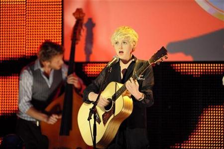 Singer Laura Marling performs at the Mercury Prize awards, in London in this September 9, 2008 file photo. REUTERS/Kieran Doherty