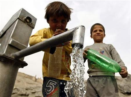 Afghan children prepare to collect water from a water pump in Kabul March 22, 2010. REUTERS/ Omar Sobhani