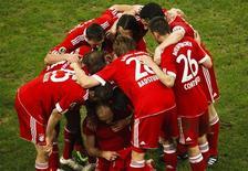 """<p>Игроки мюнхенской """"Баварии"""" радуются победе над """"Шальке-04"""" в полуфинале, Гильзенкирхен 24 марта 2010 года. Зрелищный гол Арьена Роббена в 17-й раз вывел мюнхенскую """"Баварию"""" в финал Кубка Германии, позволив обыграть """"Шальке-04"""" 1-0. REUTERS/Wolfgang Rattay</p>"""
