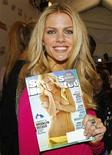 <p>Model Brooklyn Decker shows off her cover photo from the 2010 edition of the Sports Illustrated Swimsuit Edition in New York February 9, 2010. REUTERS/Carlo Allegri</p>