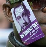 """<p>Signe des difficultés qui s'amoncellent pour le chef de l'Etat, un groupe de blogueurs revendiquant 354.000 membres sur Facebook appelle à un """"No Sarkozy day"""" samedi partout en France. /Photo prise le 23 mars 2010/REUTERS/Gonzalo Fuentes</p>"""