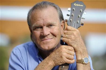 Recording artist Glen Campbell is photographed at his home in Malibu, California on August 4, 2008. REUTERS/Phil McCarten