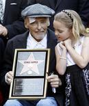 <p>O ator Dennis Hopper estava acompanhado de sua família durante a cerimônia em Hollywood. 26/03/2010 REUTERS/Mario Anzuoni</p>