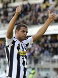 <p>O meio-campista brasileiro Felipe Melo, do Juventus, comemora seu segundo gol contra o Atalanta neste domingo. 28/03/2010 REUTERS/Paolo Bona</p>