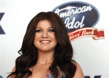 <p>Entre os ganhadores do reality show está a cantora Kelly Clarkseon. 25/04/2007 REUTERS/Mario Anzuoni</p>