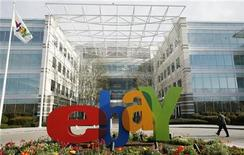 <p>Foto d'archivio. Insegna di EBay davanti al quartier generale di San Jose, California. REUTERS/Robert Galbraith</p>