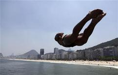<p>A man jumps into the waters of Leme beach in Rio de Janeiro February 23, 2010. REUTERS/Ricardo Moraes</p>