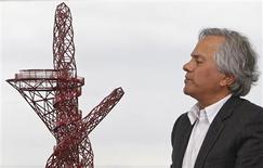 "<p>British artist Anish Kapoor unveils a scale model of his design, the ""ArcelorMittal Orbit"", which is due to be installed in the Olympic Park as part of London's 2012 Olympic Games, in London, March 31, 2010. REUTERS/Stefan Wermuth</p>"