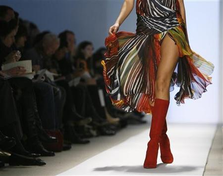A model walks the runway during New York Fashion Week February 3, 2008. REUTERS/Lucas Jackson
