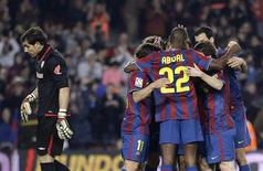 """<p>Игроки """"Барселоны"""" радуются голу, забитому в ворота """"Атлетика"""", в Барселоне 3 апреля 2010 года. В отсутствии ряда травмированных игроков """"Арсенал"""" и """"Барселона"""", встречающиеся в матче 1/4 финала Лиги чемпионов, могут рассчитывать на талантливую молодежь. REUTERS/Gustau Nacarino</p>"""