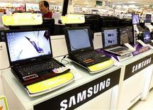 <p>Samsung Electronics estime que son bénéfice d'exploitation consolidé devrait avoir atteint 4.300 milliards de wons (2,83 milliards d'euros) au premier trimestre, un résultat record supérieur aux attentes du marché et qui pourrait encore augmenter aux deuxième et troisième trimestres. /Photo d'archives/REUTERS/Lee Jae-Won</p>