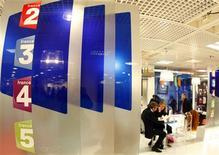 <p>La publicité disparaîtra définitivement des écrans de France Télévisions à compter de fin 2011, confirme mercredi le porte-parole du gouvernement, Luc Chatel. /Photo d'archives/REUTERS/Eric Gaillard</p>