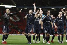 <p>Jogadores do Bayern de Munique comemoram classificação na Liga dos Campeões, ao derrotar o Manchester United. REUTERS/Michael Dalder</p>