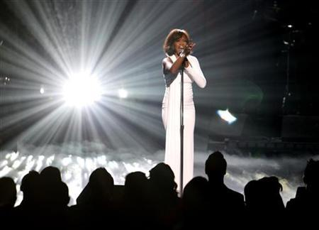 Whitney Houston performs ''I Didn't Know My Own Strength'' at the 2009 American Music Awards in Los Angeles, November 22, 2009. REUTERS/Mario Anzuoni