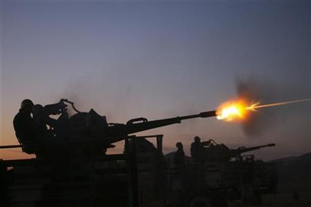 Soldiers from Iran's army fire an anti-aircraft gun during the Defenders of Velayat (Pontificate) Sky Manoeuvre 2 near Arak, 290 km (180 miles) southwest of Tehran in this November 23, 2009 picture. REUTERS/FARS NEWS/Ali Shayegan