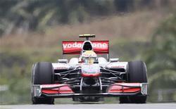 <p>Lewis Hamilton da McLaren na terceira sessão de treino em Kuala Lumpur. Hamilton disse que sua nova McLaren é tão boa quanto qualquer outro carro que ele já pilotou na Fórmula 1, incluindo o modelo que o levou ao título mundial em 2008. 03/04/2010 REUTERS/Zainal Abd Halim</p>