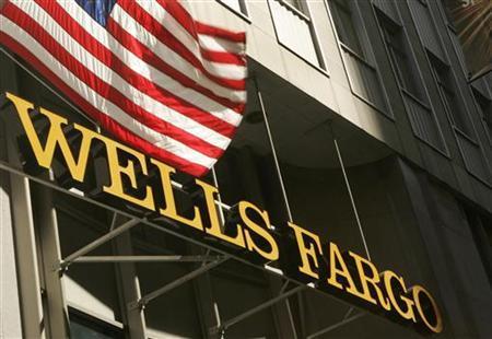 A U.S. flag flies above Wells Fargo & Co headquarters in San Francisco, California, April 22, 2009. REUTERS/Robert Galbraith