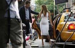 "<p>Actress Jennifer Lopez (C) works with actor Alex O'Loughlin (L) while filming scenes for the movie ""The Back-up Plan"" in New York July 20, 2009. REUTERS/Lucas Jackson</p>"