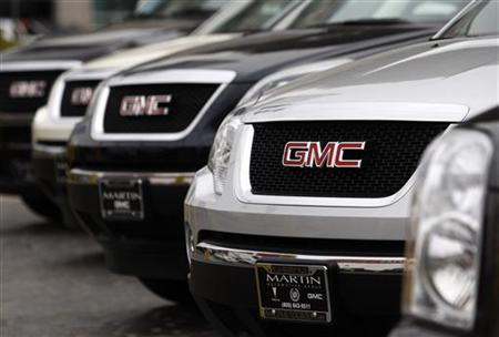 GMC trucks are shown at a General Motors dealership in Los Angeles, June 1, 2009. REUTERS/Lucy Nicholson