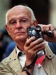 <p>Imagen de archivo de 1989 del fotógrafo francés Henri Cartier-Bresson. Una nueva y extensa exhibición de las obras del renombrado fotógrafo francés Henri Cartier-Bresson documenta la vida alrededor del mundo durante el siglo XX.</p>