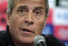 <p>Técnico do Uruguai, Oscar Tabárez, afirmou que a história do time pode ajudar na Copa da África. 18/11/2009 REUTERS/Andres Stapff</p>