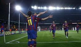 """<p>Игроки """"Барселоны"""" радуются голу в ворота """"Депортиво"""", Барселона 14 апреля 2010 года. """"Барселона"""" обыграла """"Депортиво"""" 3-0 и увеличила отрыв от """"Реала"""" до шести очков, правда мадридцам лишь предстоит провести свой матч 32-го тура чемпионата Испании. REUTERS/Albert Gea</p>"""